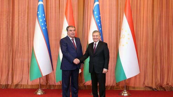 Президент Эмомали Рахмон и президент Узбекистана Шавкат Мирзиеев - Sputnik Тоҷикистон