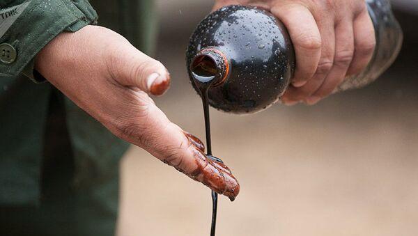 Нефть, архивное фото - Sputnik Таджикистан