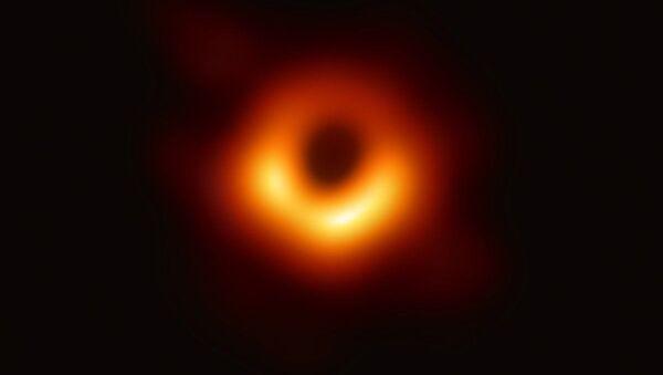 Изображение черной дыры в центре галактики M87, полученное с помощью телескопа Event Horizon Telescope - Sputnik Тоҷикистон