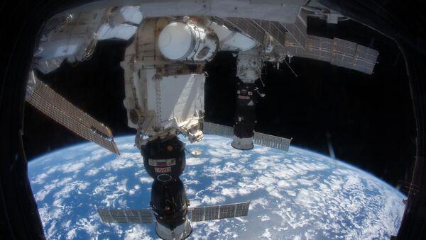 Корабль Союз, пристыкованный к МКС - Sputnik Таджикистан