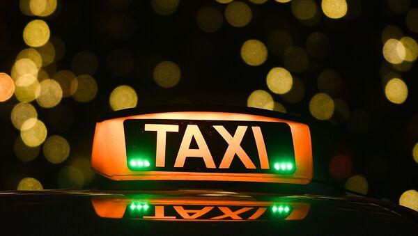 Знак такси на автомобиле, архивное фото - Sputnik Тоҷикистон