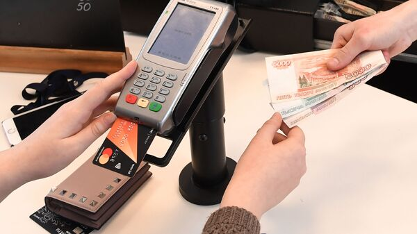 Оплата банковской картой, архивное фото - Sputnik Таджикистан