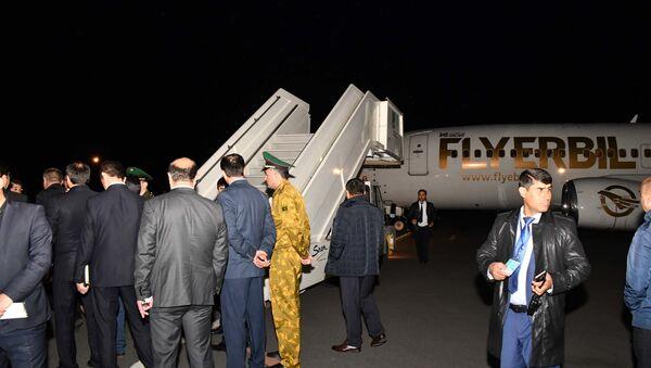 В Душанбе встретили спецрейс из Багдада, на борту которого находились 64 ребенка - Sputnik Таджикистан