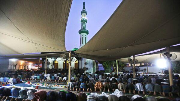Мусульмане молятся во время Рамадана в Саудовской Аравии - Sputnik Таджикистан