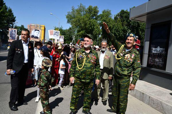 Бессмертный полк в Душанбе - Sputnik Таджикистан