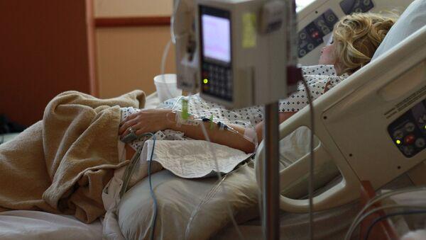 Женщина на больничной койке в больнице - Sputnik Таджикистан