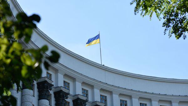 Флаг Украины на здании Правительства Украины в Киеве, архивное фото - Sputnik Таджикистан