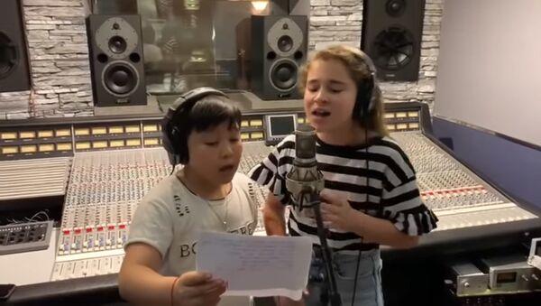 Микелла и Ержан запись в студии 2019 - Sputnik Таджикистан