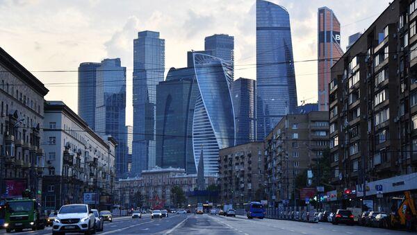 Большая Дорогомиловская улица и небоскребы делового центра Москва-сити - Sputnik Тоҷикистон