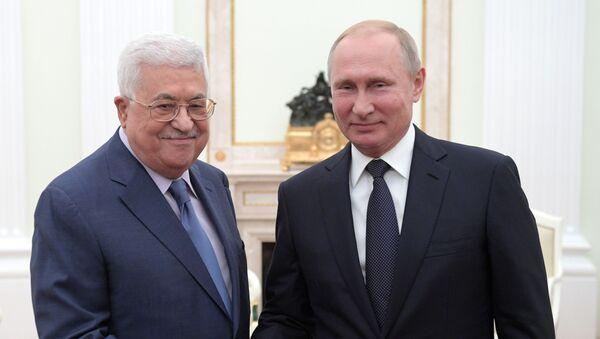 Президент России Владимир Путин и президент государства Палестина Махмуд Аббас, архивное фото - Sputnik Тоҷикистон