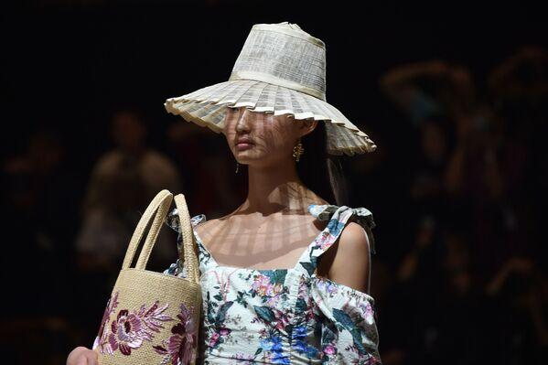 Модель представляет коллекцию дизайнера Tigerlily на Австралийской неделе моды в Сиднее - Sputnik Таджикистан