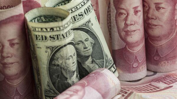 Американские доллары и китайские юани - Sputnik Таджикистан