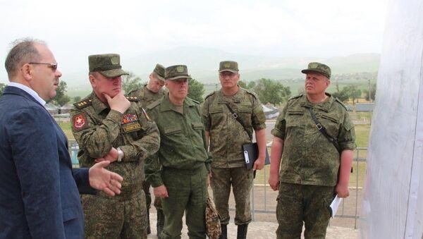 Лапин проинспектировал подготовку 201-й РВБ в Таджикистане к лету - Sputnik Таджикистан