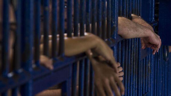 Заключенные в тюрьме, архивное фото - Sputnik Тоҷикистон