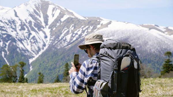 Турист фотографирует пейзажи - Sputnik Таджикистан