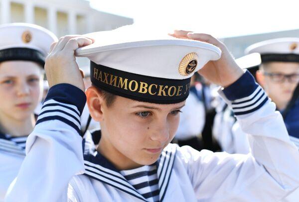 Кадеты филиала Нахимовского военно-морского училища перед началом последнего звонка в Севастополе - Sputnik Таджикистан