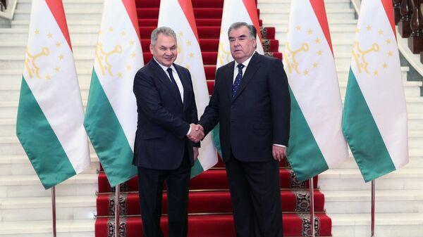 Президент Таджикистана Эмомали Рахмон встретился с министром обороны РФ Сергеем Шойгу - Sputnik Тоҷикистон