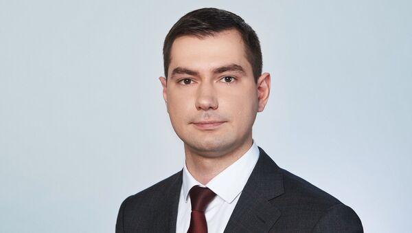 Коммерческий директор АО ГЛОНАСС Артем Климовский - Sputnik Таджикистан