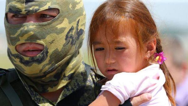 Возвращенный из Блжинего Востока в Узбекистан ребенок - Sputnik Таджикистан