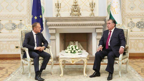 Президент Таджикистана Эмомали Рахмон и глава Европейского совета Дональд Туск - Sputnik Таджикистан