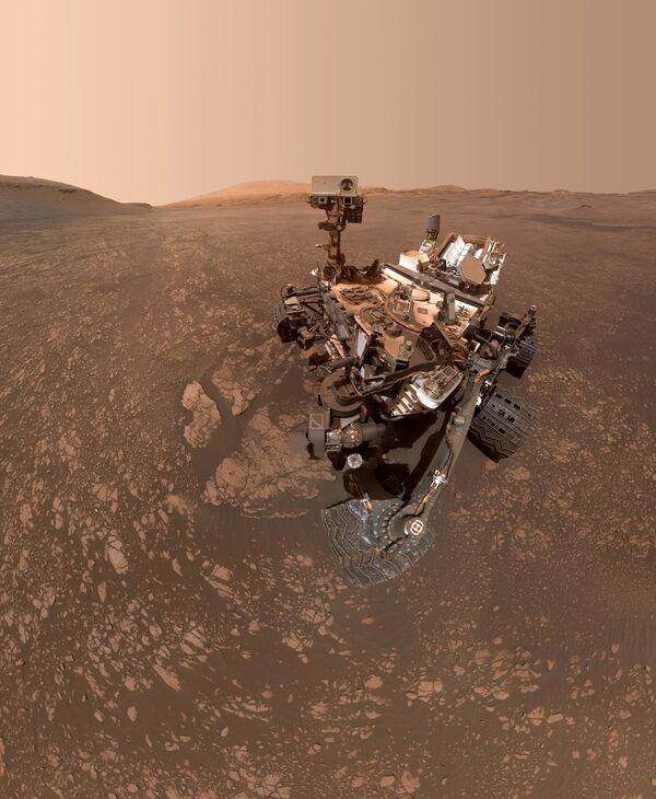 Марсоход Curiosity сделал сэлфи на фоне залежей глины - Sputnik Таджикистан