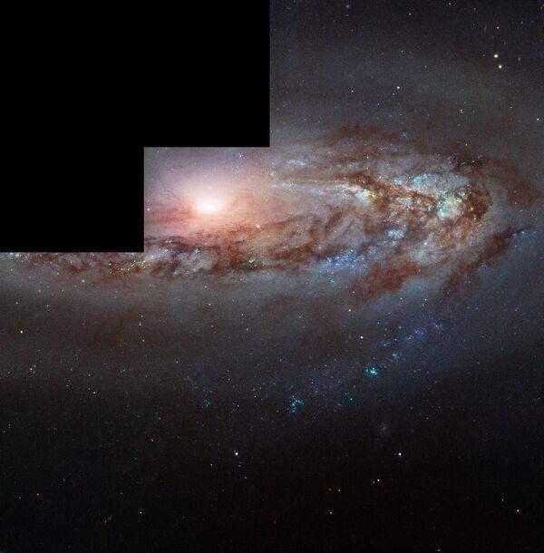 Снимок спиральной галактики Messier 90, совмещенный из трех снимков, полученных при помощи телескопа Hubble - Sputnik Таджикистан