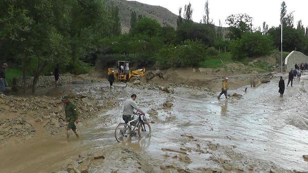 Последствия разрушений после селевого потока в Пенджикенте - Sputnik Таджикистан