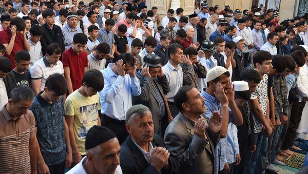 Жители Таджикистана встретили праздник Ид аль-Фитр или Иди Рамазон - Sputnik Тоҷикистон