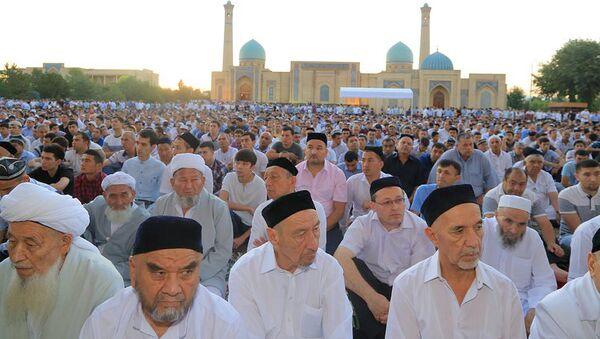 Праздничная молитва в соборной мечети Хазрати Имам - Sputnik Таджикистан