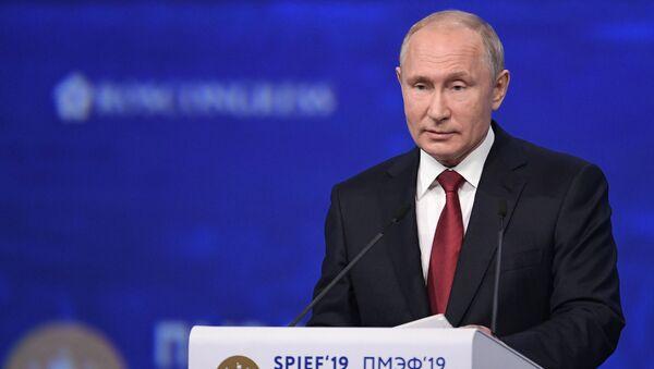 Президент РФ В. Путин на Петербургском международном экономическом форуме. День второй - Sputnik Таджикистан