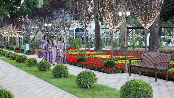 Парк имени Кира Великого в Душанбе  - Sputnik Таджикистан
