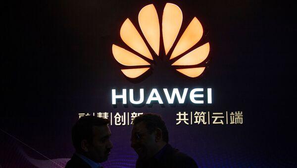 Логотип компании Huawei - Sputnik Таджикистан