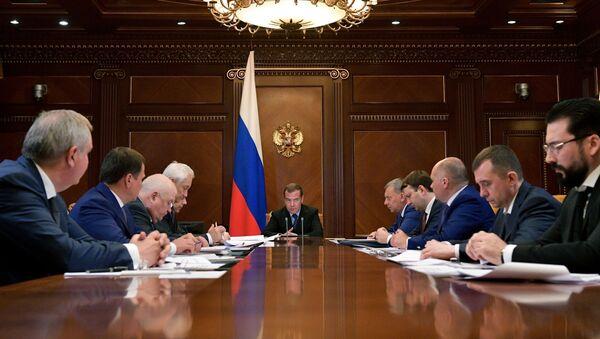 Премьер-министр РФ Д. Медведев провел совещание по вопросу развития корпорации «Роскосмос»  - Sputnik Таджикистан