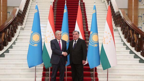 Президент Казахстана Касым-Жомарт Токаев (слева) и президент Таджикистана Эмомали Рахмон - Sputnik Таджикистан
