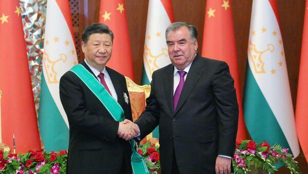 Рахмон наградил Си Цзиньпина - Sputnik Таджикистан