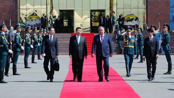 Рахмон проводил Си Цзиньпина в аэропорту Душанбе  - Sputnik Таджикистан