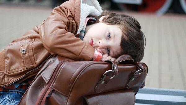 Мальчик с чемоданом, архивное фото - Sputnik Таджикистан