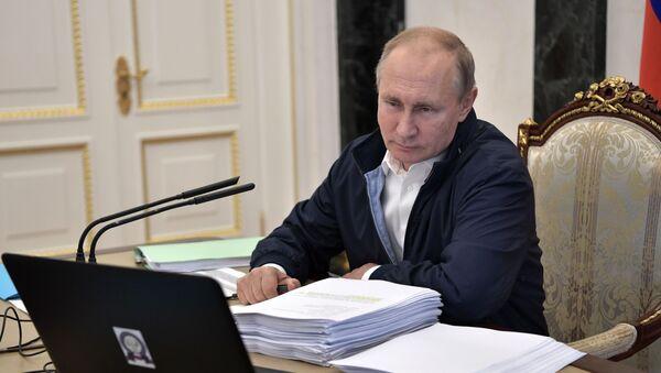 Президент РФ В. Путин провел совещание по подготовке Прямой линии с Владимиром Путиным - Sputnik Таджикистан