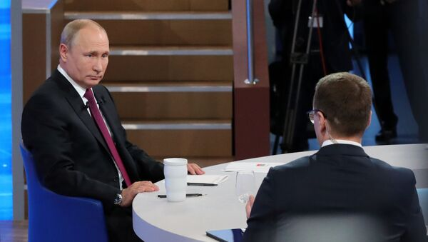 Прямая линия с президентом РФ Владимиром Путиным - Sputnik Тоҷикистон