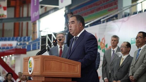 Председатель Согдийской области Раджаббой Ахмадзода - Sputnik Тоҷикистон