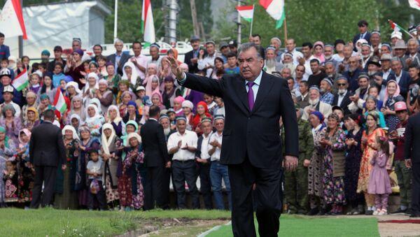 Президент Таджикистана Эмомали Рахмон в Раштском районе - Sputnik Таджикистан
