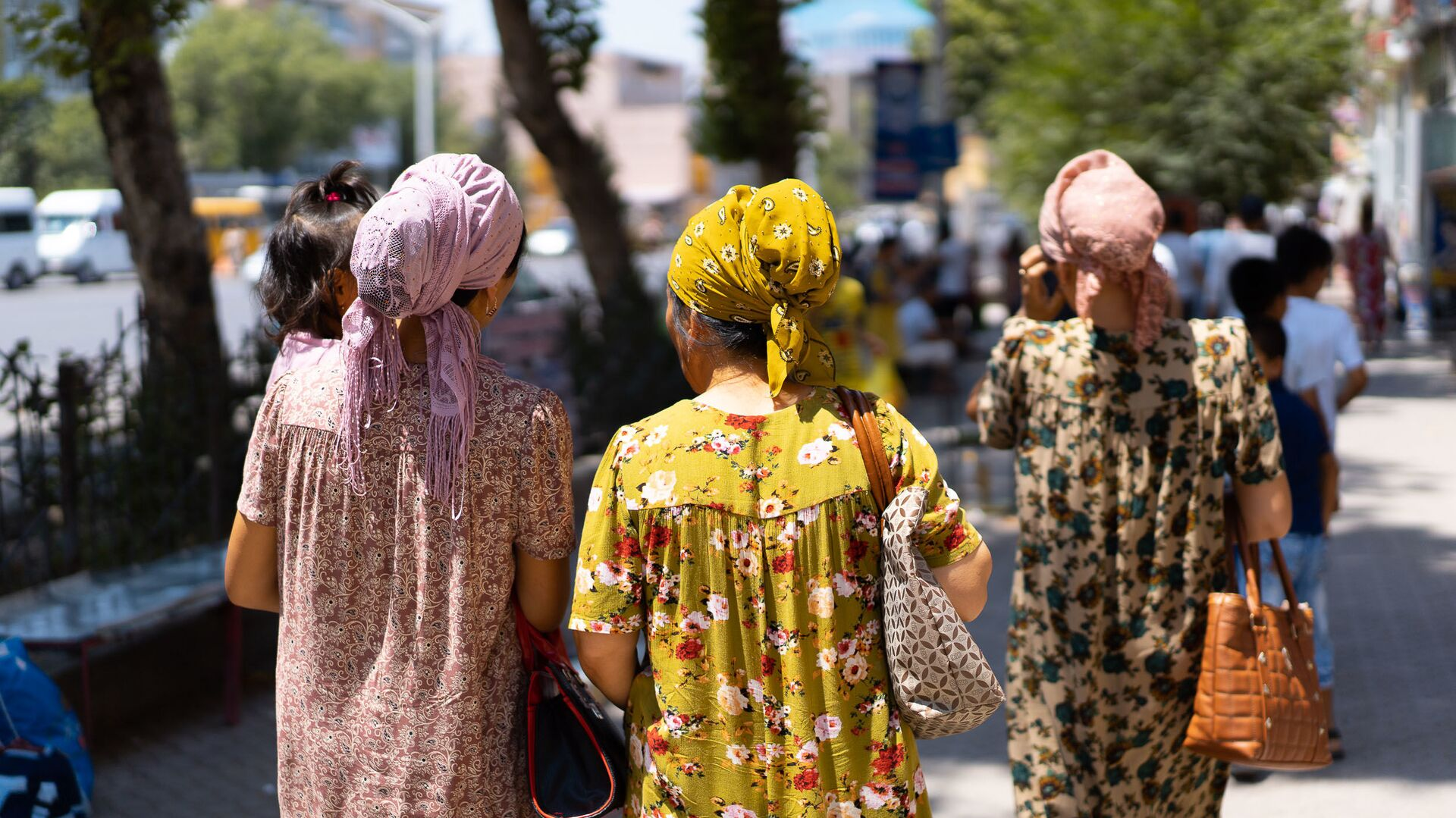 Таджикские женщины на улице - Sputnik Тоҷикистон, 1920, 23.07.2021