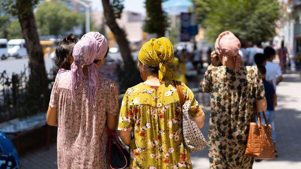 Таджикские женщины на улице - Sputnik Таджикистан