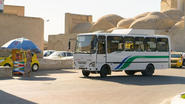 Автобус в городе Бухара - Sputnik Таджикистан