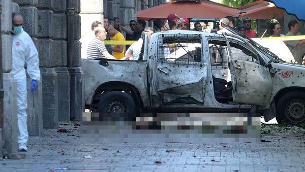 Взрыв на улице тунисской столицы Хабибе Бургибе - Sputnik Таджикистан