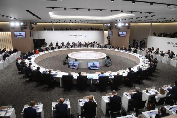 Заседание глав делегаций государств-участников Группы двадцати, приглашенных государств и международных организаций в формате рабочего обеда в Осаке - Sputnik Таджикистан