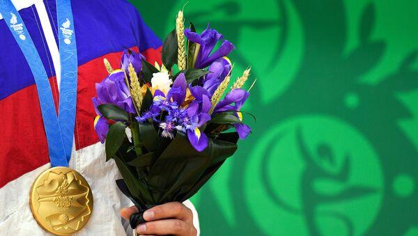 Золотая медаль российского спортсмена на II Европейских играх в Минске. - Sputnik Таджикистан