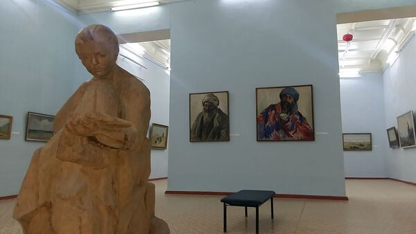 Слева направо Портрет дехканина, 1928 год, и Портрет таджика, 1929 год, П.Бенков,Бухарский музей искусств - Sputnik Таджикистан