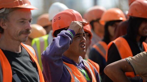 Рабочие на строительной площадке, архивное фото - Sputnik Тоҷикистон