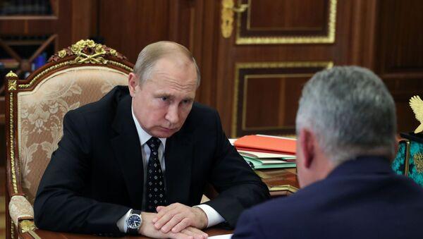 Президент РФ В. Путин встретился с министром обороны РФ С. Шойгу - Sputnik Таджикистан